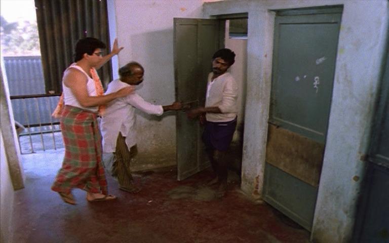Bathroom Queue pushpak | cinema chaat