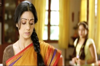 english-vinglish-sri devi at home