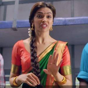 Chennai-Express_Deepika as Meenamma