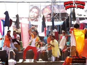 Phata-Poster-Nikhla-Hero-colour and movement