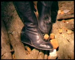 Toofan Rani-killer boots