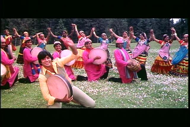 Mr Natwarlal-colourful festival