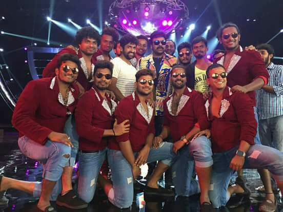 khaidi-no-150-dancers
