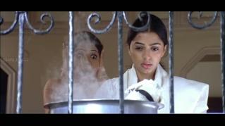 Jai Chiranjeeva-Bhoomika emoting