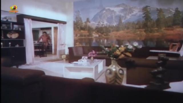 Lady-James-Bond-mountains